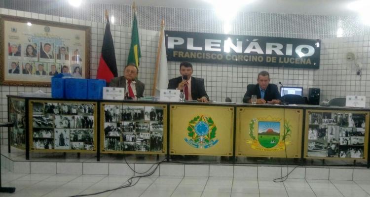 Sessão da câmara municipal de Santa Terezinha tem bate-boca e confusão