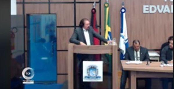 Empresário vai à Câmara Municipal explanar sobre desafetação de terreno, mas recebe informação de que Prefeito de Patos retirou Projeto