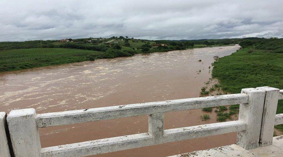 Notícia boa: Rio Piancó de barreira a barreira