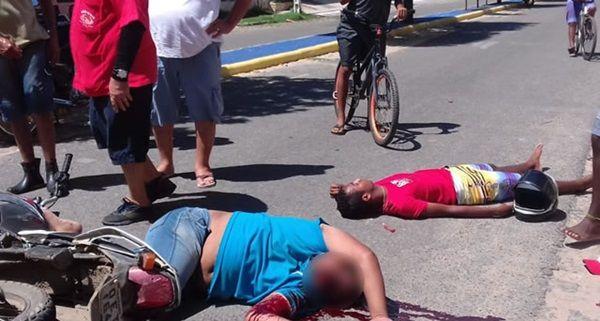 Grave acidente de trânsito deixa duas pessoas feridas, no sertão