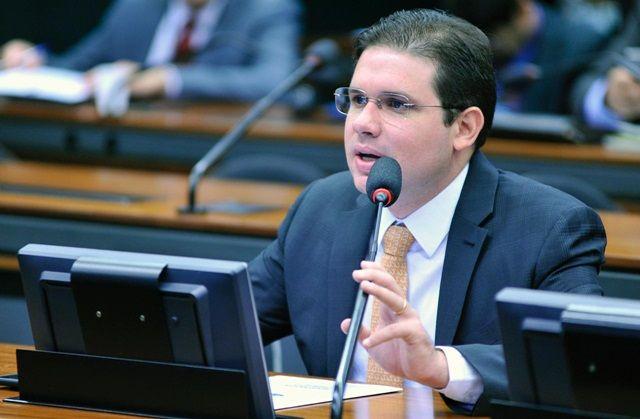 Hugo Motta defende que consumidores tenham direito à segurança de seus dados pessoais