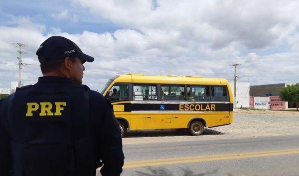 PRF apreende ônibus escolar de Santa Terezinha-PB que levava moradores para enterro