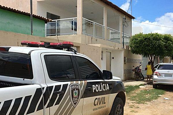 Mulher acusada de matar padrasto em Itaporanga alega que cometeu o crime para defender a mãe