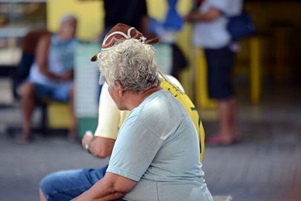 Morte de idosos por câncer pode subir se condições de vida não melhorarem