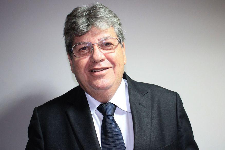 JOÃO AZEVEDO SURPREENDE: Um gestor com capacidade administrativa e surpreendente jogo de cintura antes de assumir – Por Nonato Guedes