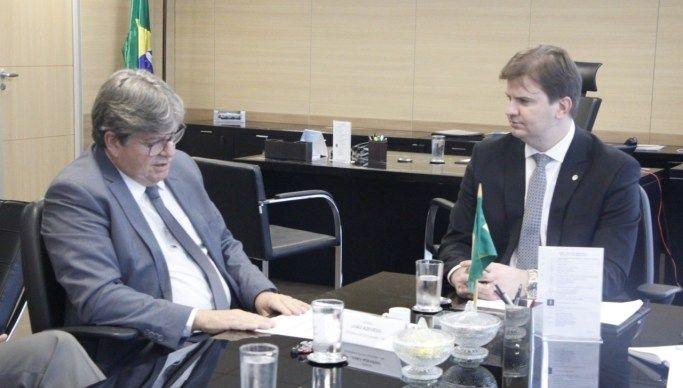 João Azevêdo cobra 3º Eixo da Transposição e ministro garante projeto ainda este ano