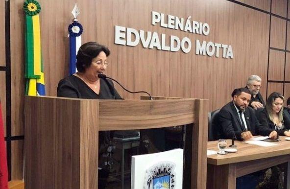 """Vereadora Lucinha faz duras críticas ao prefeito de Patos, Dr.Ivanes, e dispara: """"a gestão mudou, mas o descaso continua"""""""