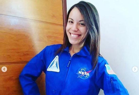 Conheça a história da estudante paraibana que vende água para conseguir ir à NASA