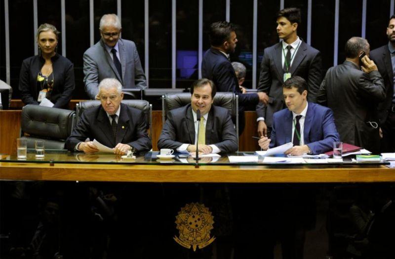 Contradição: Deputados aprovam fim de punição para municípios que extrapolarem teto de gastos com pessoal