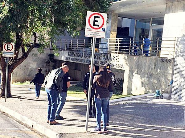 Polícia Civil cumpre mandados de busca e apreensão na sede do Cruzeiro, Toca e casa de dirigentes