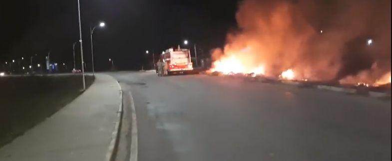Incêndio é registrado na Alça Sudeste, causa transtorno e população reclama