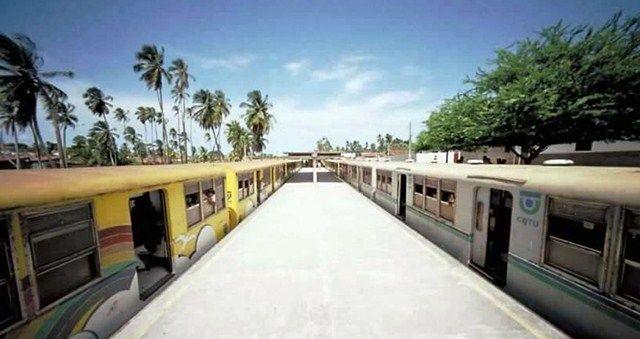 Trem descarrilha e passageiros são transferidos para outra estação em Cabedelo