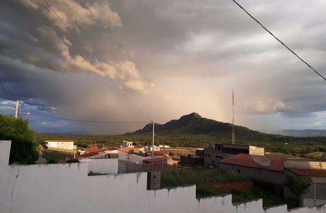 Bom sinal: chove no dia de São José e anima sertanejos de Santa Terezinha-PB