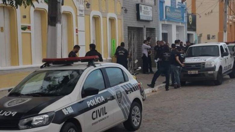Polícia cumpre mandados contra suspeitos de tráfico na PB e em PE