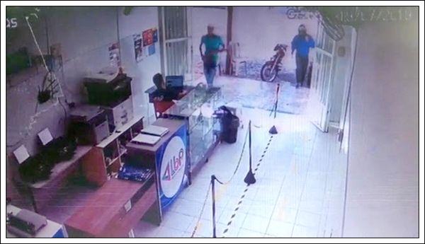 Vídeo: Bandidos armados assaltam correspondente bancário, no alto sertão, câmeras gravaram a ação