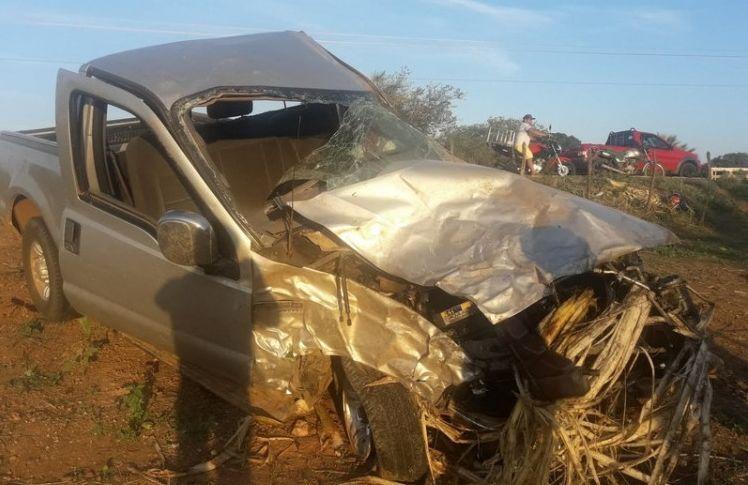 Jovens são arremessados para fora de carro em acidente no Alto Sertão