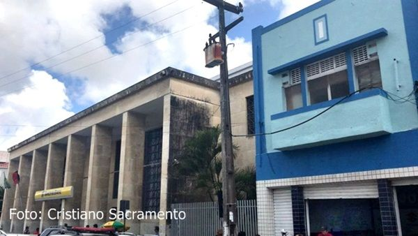 Assaltantes invadem banco por buraco em prédio vizinho para roubar cofre, na PB
