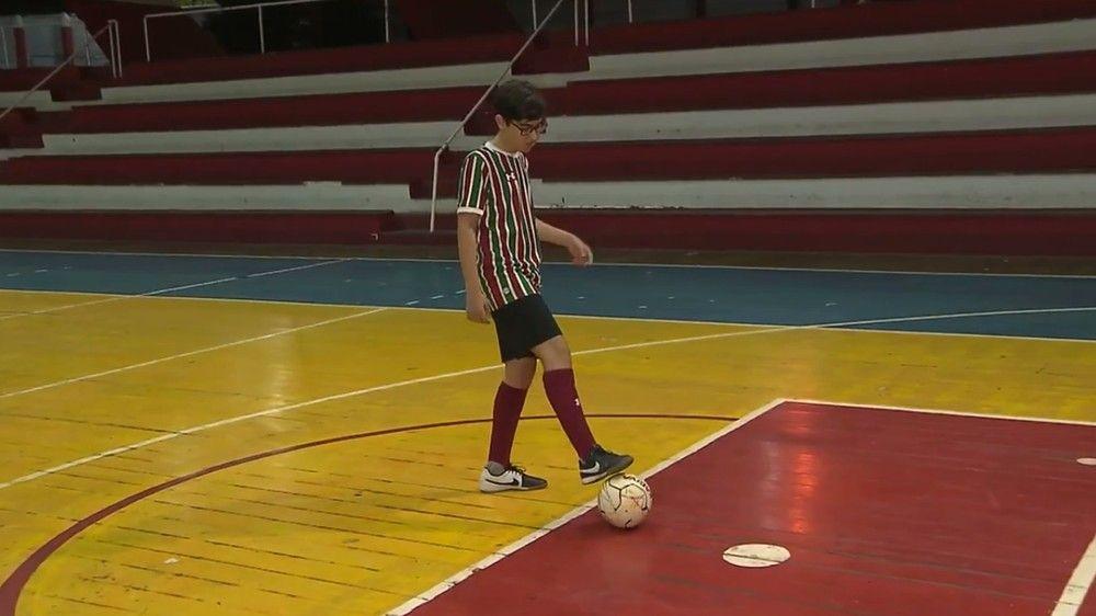 2f41ff01d1 MILAGRE  garoto supera tumor no cérebro e meningite com ajuda do futebol
