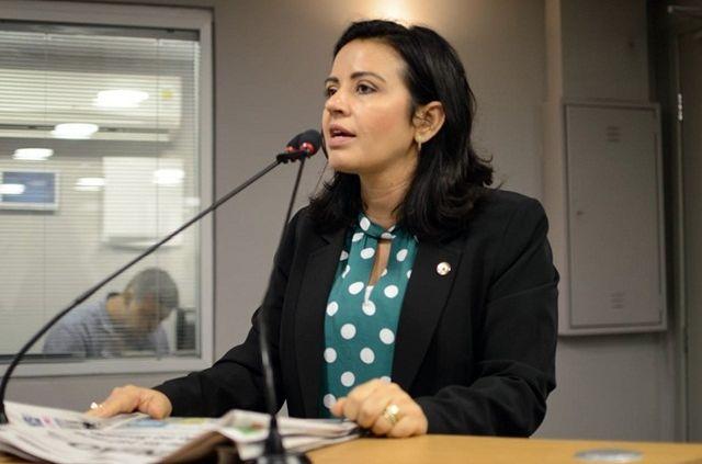 """Deputada afirma que existe crise na base do governador João Azevedo: """"não sou hipócrita"""""""