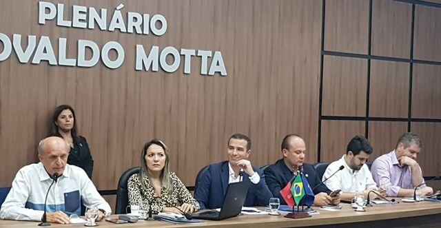Deputados e secretário discutem melhorias para a saúde pública no Sertão