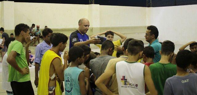 São José de Espinharas: Rafael Nunes participa de doação de uniformes esportivos para projeto social com crianças e adolescentes