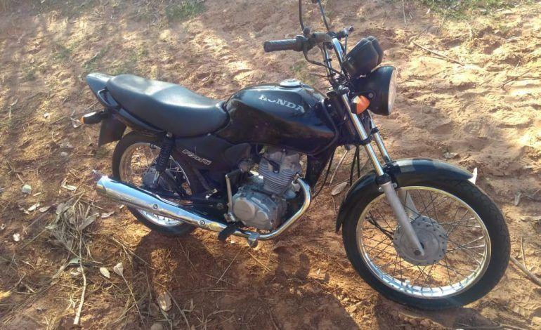 Polícia Militar encontra moto abandonada, em Conceição