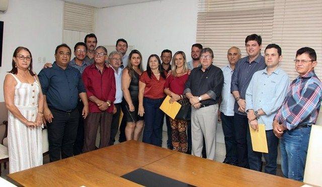 Deputado Taciano Diniz reúne prefeitos e lideranças com o governador João Azevedo