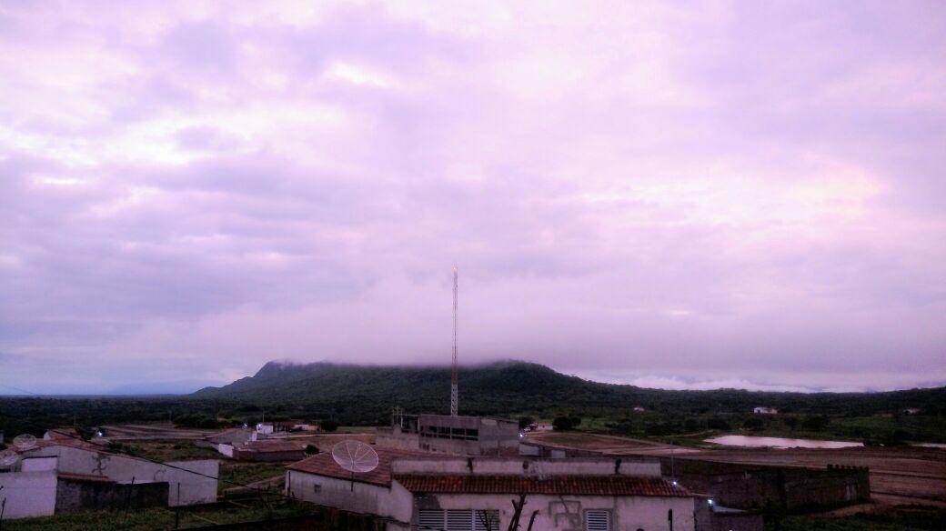Depois de forte calor volta chover em Santa Terezinha na noite dessa terça-feira  (04)