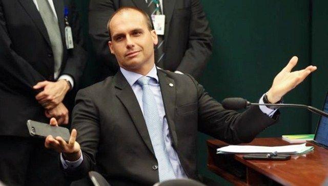 Senadores da Paraíba evitam opinar sobre indicação de filho de Bolsonaro para embaixada