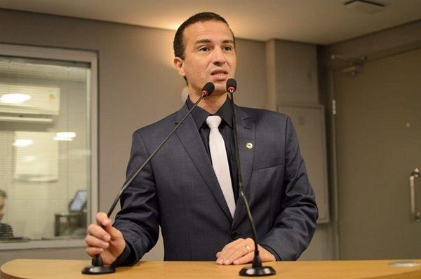Deputado Dr. Érico fala sobre sucessão municipal, crise na saúde e São João de Patos