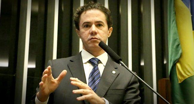 Senador Veneziano não aceita convite para cargo na comissão provisória do PSB