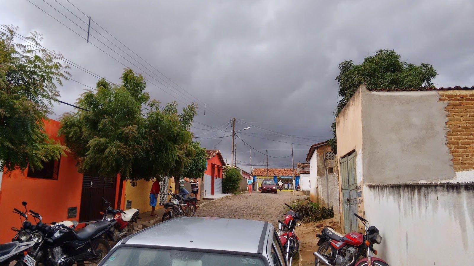 Chove nas Zonas Rural e Urbana e Prefeitura Municipal entrega sementes nas Comunidades Rurais