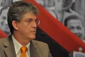 Ricardo sanciona lei que reduz taxas e limita diárias para veículos apreendidos no Detran
