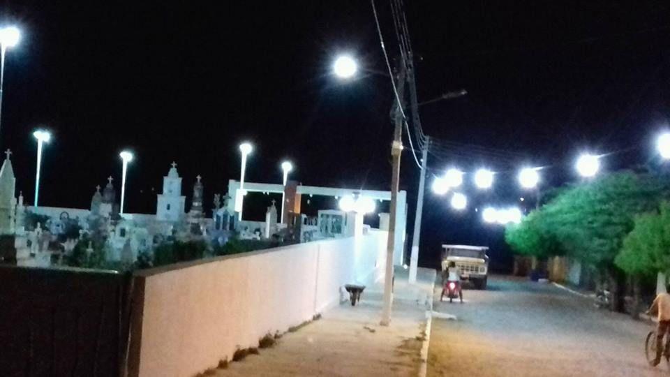 Equipe da Prefeitura Faz Manutenção Elétrica no Cemitério Público