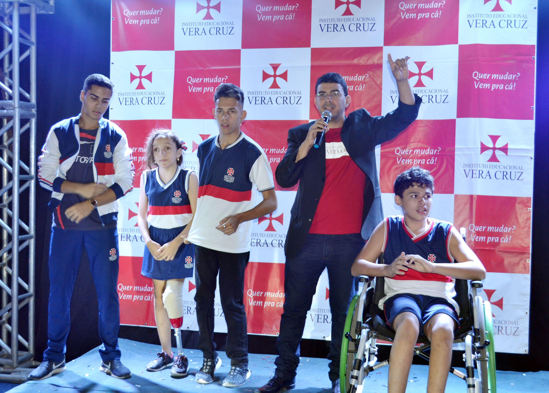 Alunos especiais participam da abertura dos Jogos Internos e emociona o público presente