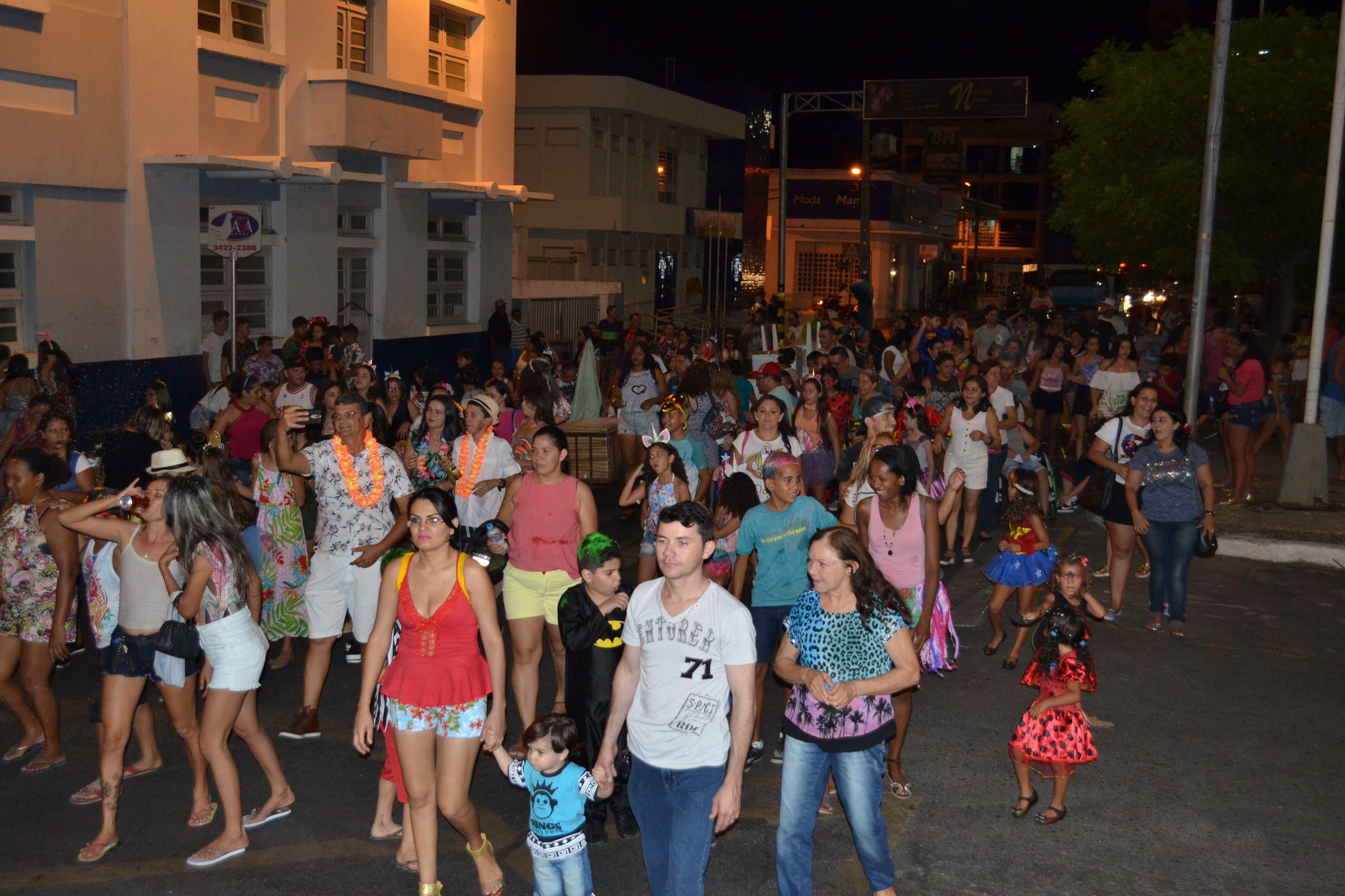 Bloco na Rua: Vera Cruz promoveu o maior  Carnaval escolar de Patos