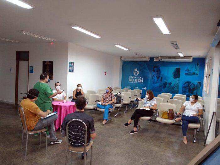 Dr. Érico se reúne com representantes da saúde, de Patos, para discutir planos de enfrentamento contra o COVID-19